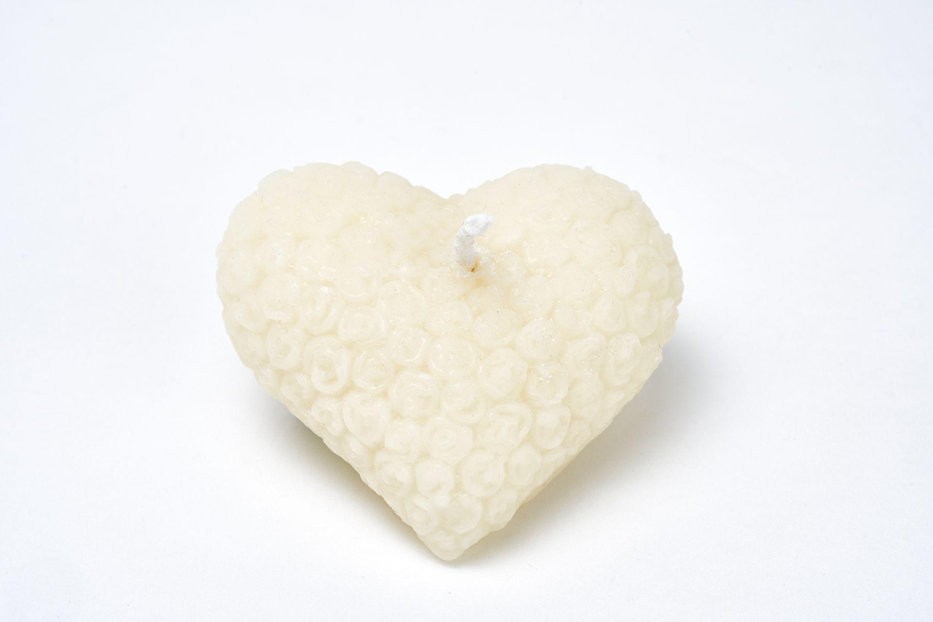 Kerze Motiv Herz (ca. 8cm x 7cm) aus 100% Bienenwachs vom Imker in weiss