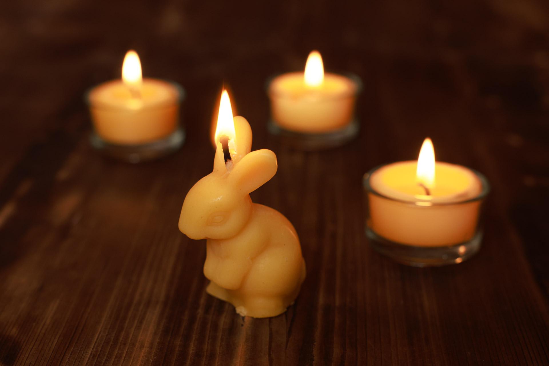 3x Kerze Hase Finja (Höhe ca. 6cm) aus 100% Bienenwachs vom Imker