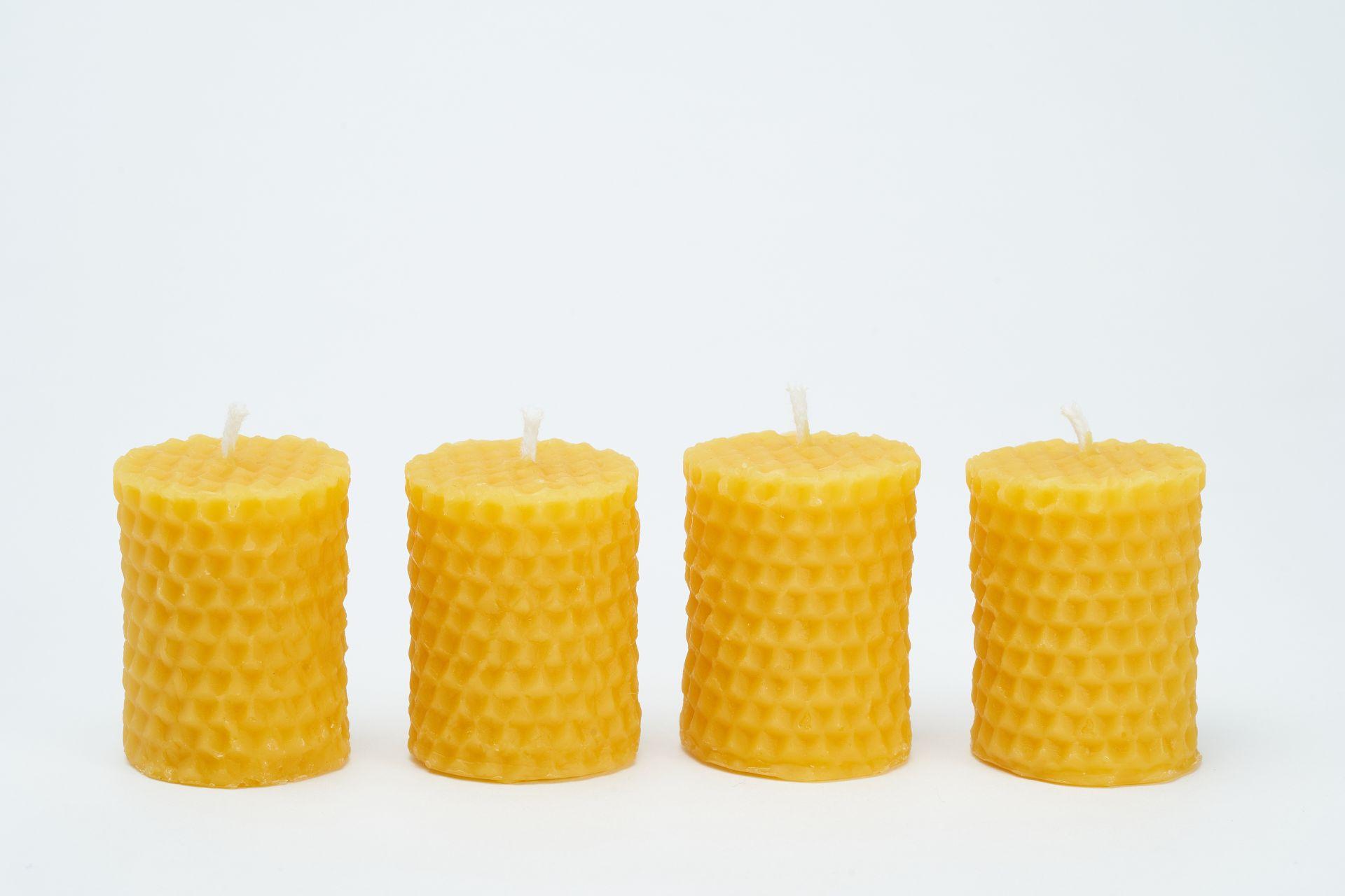 4 Wabenkerzen (Höhe ca. 5cm) aus 100% Bienenwachs vom Imker