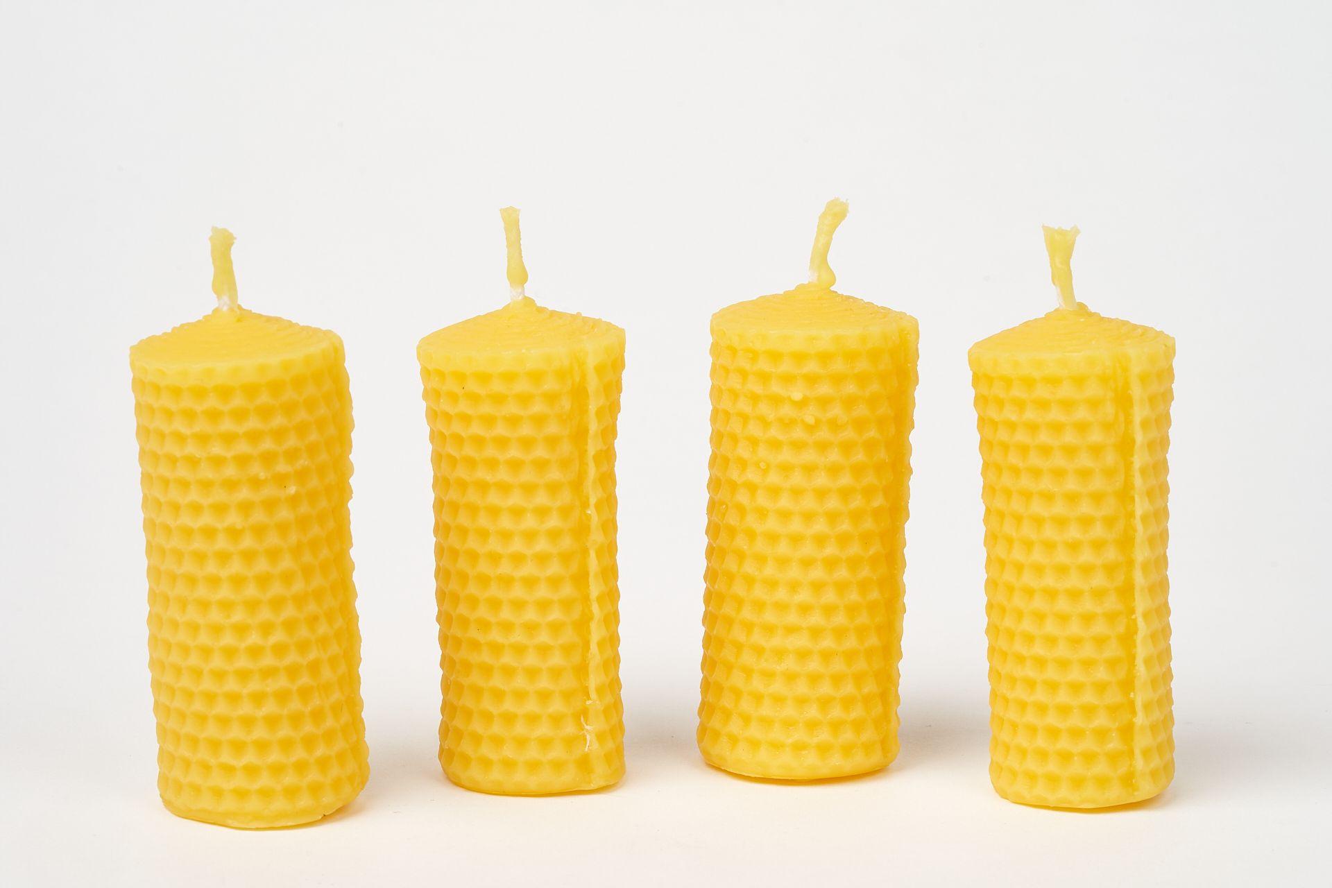 4  Wabenkerzen (ca. 7,5cm x 3,5cm) aus 100% Bienenwachs vom Imker